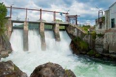 Usine d'énergie hydroélectrique images libres de droits