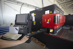 Usine d'aluminium de découpage de laser Images stock