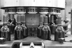 Usine d'embouteillage du vin Photos stock