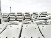Usine de béton préfabriqué avec le ciel bleu dans le chantier de construction photo libre de droits