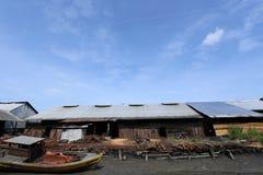 Usine de charbon de bois chez Taiping, Malaisie photographie stock libre de droits