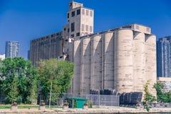 Usine de maltage de Canada construite en 1928, abandonnée pendant les années 1980 et destinée pour la démolition Photo libre de droits