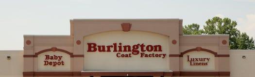 Usine de manteau de Burlington, dépôt de bébé et magasin de toiles de luxe Photographie stock libre de droits