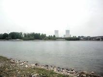 Usine de pouvoir des banques de la rivière Yellow photographie stock