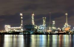 Usine de raffinerie de pétrole Images libres de droits