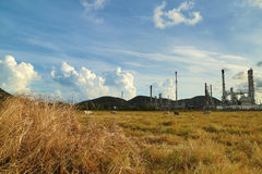 Usine de raffinerie de pétrole photos stock