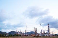 Usine de raffinerie de pétrole photographie stock libre de droits