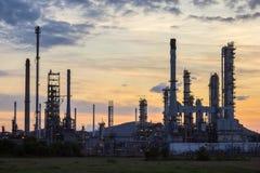 Usine de raffinerie de pétrole images stock