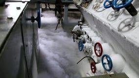 Usine de séparation d'air Oxygène liquide sur le plancher Usine de gaz liquide Pipes et soupapes clips vidéos