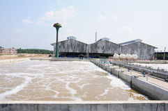 Usine de traitement des eaux résiduaires Photographie stock libre de droits