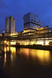 Usine la nuit Photo stock