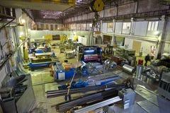 Usine métallurgique La fabrication des tuyaux et de l'équipement pièce pour des systèmes de ventilation et d'état d'air Photos stock