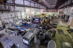 Usine métallurgique La fabrication des tuyaux et de l'équipement pièce pour des systèmes de ventilation et d'état d'air Image libre de droits