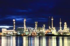 Usine pétrochimique de raffinerie de pétrole Photographie stock