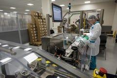 Usine pharmaceutique pour la production des médicaments génériques Photographie stock libre de droits