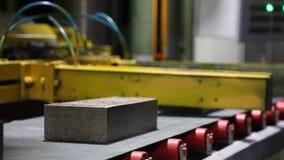 Usine pour la production des matériaux de construction banque de vidéos