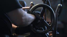 Usine pour la production des produits métalliques Complot de rotation Turner au travail clips vidéos