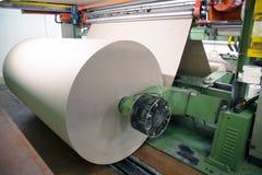 Usine pour produire le carton ondulé Images stock