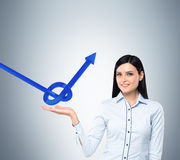 Вusiness woman holds a knot from a blue arrow Royalty Free Stock Photography