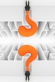 Usinessman na frente do labirinto, conceito de cabeça para baixo Imagem de Stock Royalty Free
