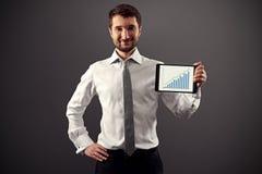 Usinessman que mostra a carta de crescimento Fotografia de Stock Royalty Free