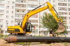 Using of excavator as crane for raising of pile Royalty Free Stock Photos