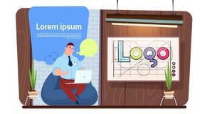 Using Laptop Computer för för mankontorsarbetare eller formgivare arbete i modernt idérikt utrymme stock illustrationer