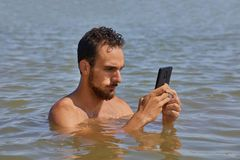 Smartphone at the beach Royalty Free Stock Images