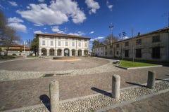 Usmate Velate: yttersida av den historiska villan Scaccabarozzi arkivfoton