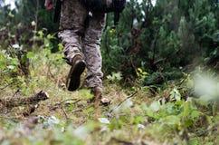 USMC战士在森林里 免版税库存照片