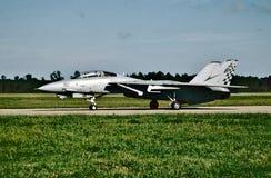 USN Grumman F-14A Tomcat BuNo 16210 pronto para sua missão seguinte em NAS Oceana o 1º de outubro de 2004 imagem de stock