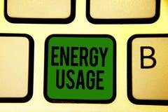 Uso da energia do texto da escrita da palavra Conceito do negócio para uma quantidade de energia consumida ou usada em uma chave  ilustração do vetor