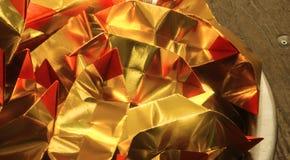 Uso de papel rojo del oro para passaway relativo de la tradición china Fotografía de archivo libre de regalías