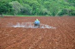 Uso del herbicida foto de archivo