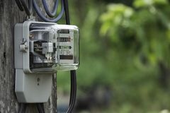 Uso di misurazione di potere del misuratore di potenza elettrico Strumento di misura del contatore elettrico di watt-ora con lo s fotografia stock