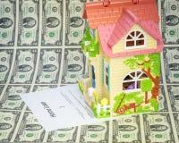 Uso para el préstamo hipotecario con la casa y el efectivo Fotos de archivo