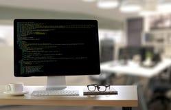 Uso Softwa de Team Working Laptop Computer Mobile del desarrollador imagen de archivo