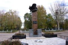 Usolye Ryssland-Oktober 5, 2017: monument till piloten och hjälten av Sovjetunionenet royaltyfri bild