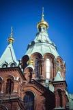 Uspenski-Kathedrale im starken Sonnenschein in der finnischen Hauptstadt Helsinki Lizenzfreie Stockfotos