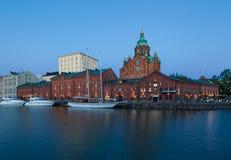 Uspenskikathedraal bij Schemer, Helsinki, Finland Stock Fotografie