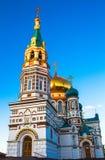 Uspenskiy Sobor i staden Omsk Arkivbild