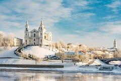 Uspensky大教堂是一个寺庙在维帖布斯克,历史建筑学在一个清楚的晴天在冬天 免版税图库摄影