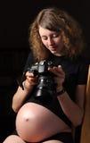 uspokaja kamery kobieta w ciąży potomstwa obrazy stock