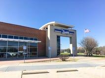 USPS商店门面入口在欧文,得克萨斯,美国 免版税库存照片