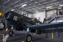 USS中途海洋Coprs F4U-4海盗 库存照片
