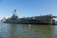 USS强悍,艾塞克斯班的航空母舰,在强悍海空气空间博物馆 免版税库存照片