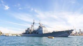 USS Chosin CG 65美国巡洋舰到达参加的悉尼港口国际舰队回顾悉尼2013年 免版税图库摄影