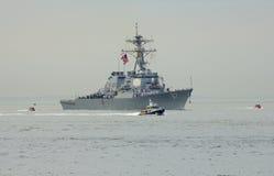 USS Cole Lenkwaffenzerstörer der Marine Vereinigter Staaten während der Parade von Schiffen an Flotten-Woche 2014 Stockfoto