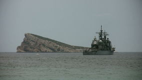 USS Gettysburg. The Tconderoga class cruise USS Gettysburg anchored in Benidorm bay in Spain stock video