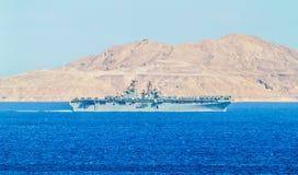 USS Iwo Jima (LHD-7) - bateau d'assaut amphibie de la classe WASP photos stock